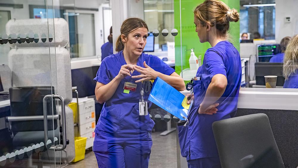 Personal i sjukvården samtalar